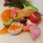 90038810 - レアな帆立にフルーティな桃とミルキーなモッツァレラ、トマトと西瓜のガスパチョソース