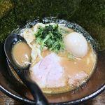 90039684 - 「大和田ラーメン(730円)+味玉(100円)+のり(100円)」です