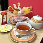 アマンド - 長寿卵のなめらかプリンアラモード / ドリンクセット(税込1,480円)紅茶
