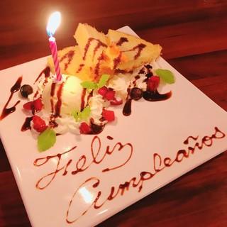 記念日サプライズ!メッセージ入りデザートとスペイン語の生唄
