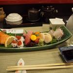 沖寿司 - 料理写真:お造り盛り合わせ & 冷酒(呉春)