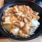 90047948 - 究極の親子丼 1日10食のみの限定。鶏肉に徳島県産・阿波尾鶏を使用し、卵は伊勢神宮奉納品の徳島県産・あわそだちを使用するなどこだわりにこだわり抜いている!!卵はとろとろ濃厚で、鶏肉にステキなコシがあるのがおいしい♪ 2018/04/14