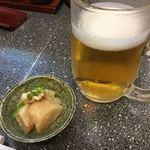 都吉 - ちょっと 呑んでしまったケド 取り敢えずは ビール 付き出しは 山芋と豚肉の煮物