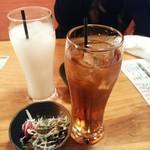 串もんてき - ウーロン茶、カルピス、付きだしサラダ