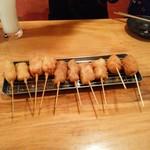 串もんてき - 左からアスパラ、もちベーコン、元祖牛かつ、元祖豚かつ、鶏つくねチーズ2本づつ