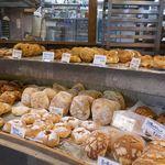 90052606 - 人気の「たま木亭」と言えども、平日の午前中は割と空いているので、気になるパンをこの日もラクラク購入しせり!