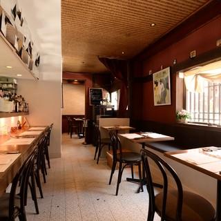 特別感のある個室◆テーブルやカウンターにも風情が漂います。