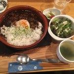 神田 日本酒バル 酒趣 - ブラックカレー900円