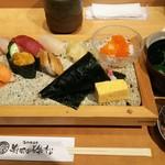 寿司の磯松 - 磯松握り 1500円、内容は大トロに赤身、ウニ、穴子、貝、白身、サーモン、ボタン海老、イクラ小丼、ネギトロ手巻き、玉、サービスで茶碗蒸しが付きます