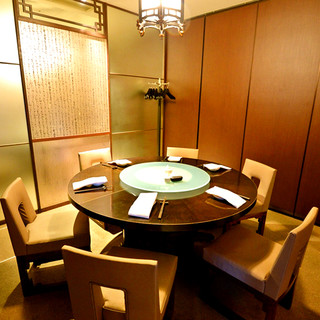 接待や顔合わせなどに。優雅なひと時を過ごせる円卓個室もご用意
