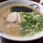 とんこつラーメン 豚のむら - 料理写真: