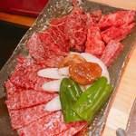 焼肉やいち - やいち盛りの炙りロース、上カルビ、上ロース
