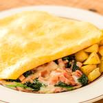 ホウレン草、ベーコンとチーズのオムレツ