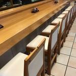 寿司竹寅 - 板場は2名、落ち着きのあるいいカウンター席です(2018.7.30)