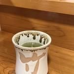 寿司竹寅 - 大きな、寿司屋らしい湯飲み茶わん、「竹」後ろは当然の「寅」です!(2018.7.30)