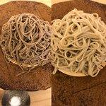 蕎麦屋香月 - 料理写真:十割蕎麦(右は白、左は黒)