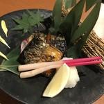 海鮮個室居酒屋 みや田 - 鯖の燻製焼き