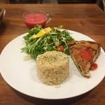 グルテンフリー アンド ビーガンカフェ チョイス - 平日ランチセット(具沢山キッシュ+発芽玄米ごはん+サラダ+スープ)1100円