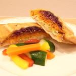 イーグル カフェ - ハムと野菜のトマトソース ホットサンド