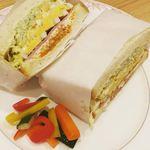 イーグル カフェ - ハムとWエッグのサンドイッチ