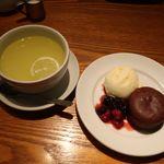 和カフェ yusoshi chano-ma - ほんのり温かいガトーショコラとバニラアイスに瀬戸内レモンのレモネード(ホット)