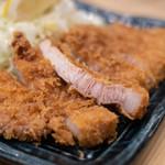 宇田川 - 煠里脊肉(ロースかつ)、斷面(きりくち)
