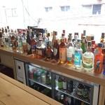 BAR i.o - 蒸留酒の種類が多い、これは一部