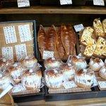 雑穀パンの店ひね - すべてのパンに雑穀や玄米が入っています