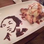 ブックカフェ エスプレッシーボ - プリンパイに特別に龍馬を書いてもらいました!
