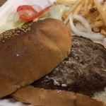 サニー ダイナー - テイクアウト ハンバーガー ¥1,058 + スイートチリソース ¥216
