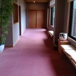 彩かさね - 廊下