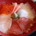 90089579 - まぐろ、白身魚、いくら、甘エビ、イカ