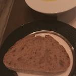 90092707 - オリーブオイルとパン