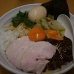 纏 - 料理写真:肉まぜそば+味玉+低温調理鶏チャーシュー