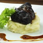 A5黒毛和牛ほほ肉の赤ワイン煮込み