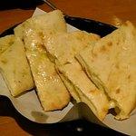 ガネーシュ 岩国店 - チーズナン