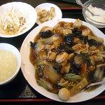 中華料理 新興楼 - 「五目焼きそばセット」750円