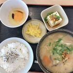 草津パーキングエリア(下り線)スナックコーナー - 豚汁定食620円