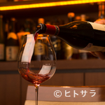 銀座いしざき - 泡・白・赤と並ぶワインの種類は、常時60種以上