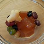 お味噌汁食堂そらみそ - 甘い豆と棒茶寒天 本来はソフトクリームのトッピングに使うらしい