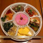 韓国料理 水刺齋 - 前菜盛り合わせ~七節板(チルチョルパン)~