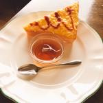 珈琲時波 - 料理写真:サービスのたまごトーストと紅茶ゼリー
