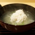 新ばし 笹田 - 鱧と新玉葱のお椀
