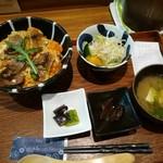 鶏水炊き・焼鳥 健美宴 - マグレ鴨の贅沢丼とサラダセット