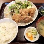 手だれ屋敷 九段下 - 唐揚げ定食870円