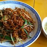 中国ラーメン 揚州商人 - 上海焼そば(スープ付き) 800円、麺は中太の揚州麺になります