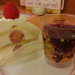 不二家レストラン - ゴージャスなショートケーキ(左)とアンパンマンゼリー(右)