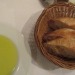 銀座アッラマーノ - パン