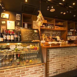 【レストラン×バル】ドリンク半額★1F立ち飲みカウンター