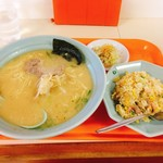 ラーメン屋さん - ラーメンチャーハンセット/麺中盛(750円/100円)